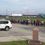 @licastillo31 @EddyVasquezWao @JCTapiaLMB Esta fila es algo inhumano para comprar un bolsa de arroz...!!! Hosp. 24Dic http://t.co/9VE63Upd3q
