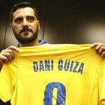 """""""¡Güiza, muérete!"""". El jugador del Cádiz no pudo tener peor bienvenida. Así canta la afición ▶ http://t.co/veT92Eeoid http://t.co/aEYx5kAMov"""