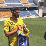 """Güiza presentado a puerta cerrada y la afición fuera del estadio cantando """"Güiza muérete"""". #DeportesCuatro 14:53h http://t.co/v33XC4oPHg"""