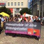 Auf dem Kennedyplatz findest heute der @RuhrCSD statt. Mit dabei @jusosessen, #schwusos #nrw & Politiker*innen http://t.co/TgYXVLLsK9