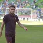 .@Florenzi e i giocatori della #ASRoma escono sul prato del Josè Alvalade #SportingRoma http://t.co/YuZuLlyXYb
