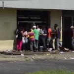 El Socialismo del Siglo XXI Un muerto y 60 detenidos por saqueos a supermercados en Venezuela http://t.co/xl7KRrmzmc http://t.co/qWURHWouaF