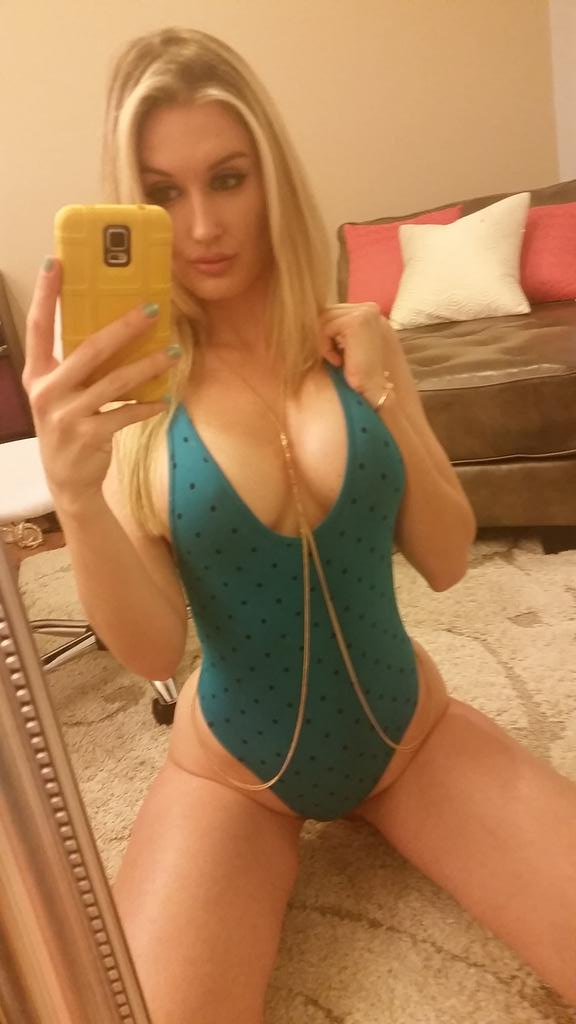 Have a sexy saturday everyone #camgirl #curves #playboy
