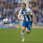 Luton have signed former Peterborough & Brighton striker Craig Mackail-Smith http://t.co/nh7gz8ekSs http://t.co/hvKWbCru19