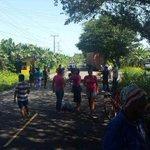#Provincias: Cierran vía de Changuinola hacia Guabito en Bocas del Toro por falta de agua.Más: http://t.co/Ztm0sUuoOL http://t.co/Rr6sga9OH2