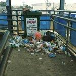 La foto y el mensaje del bote de basura no concuerdan. http://t.co/ZHUgErKTMb