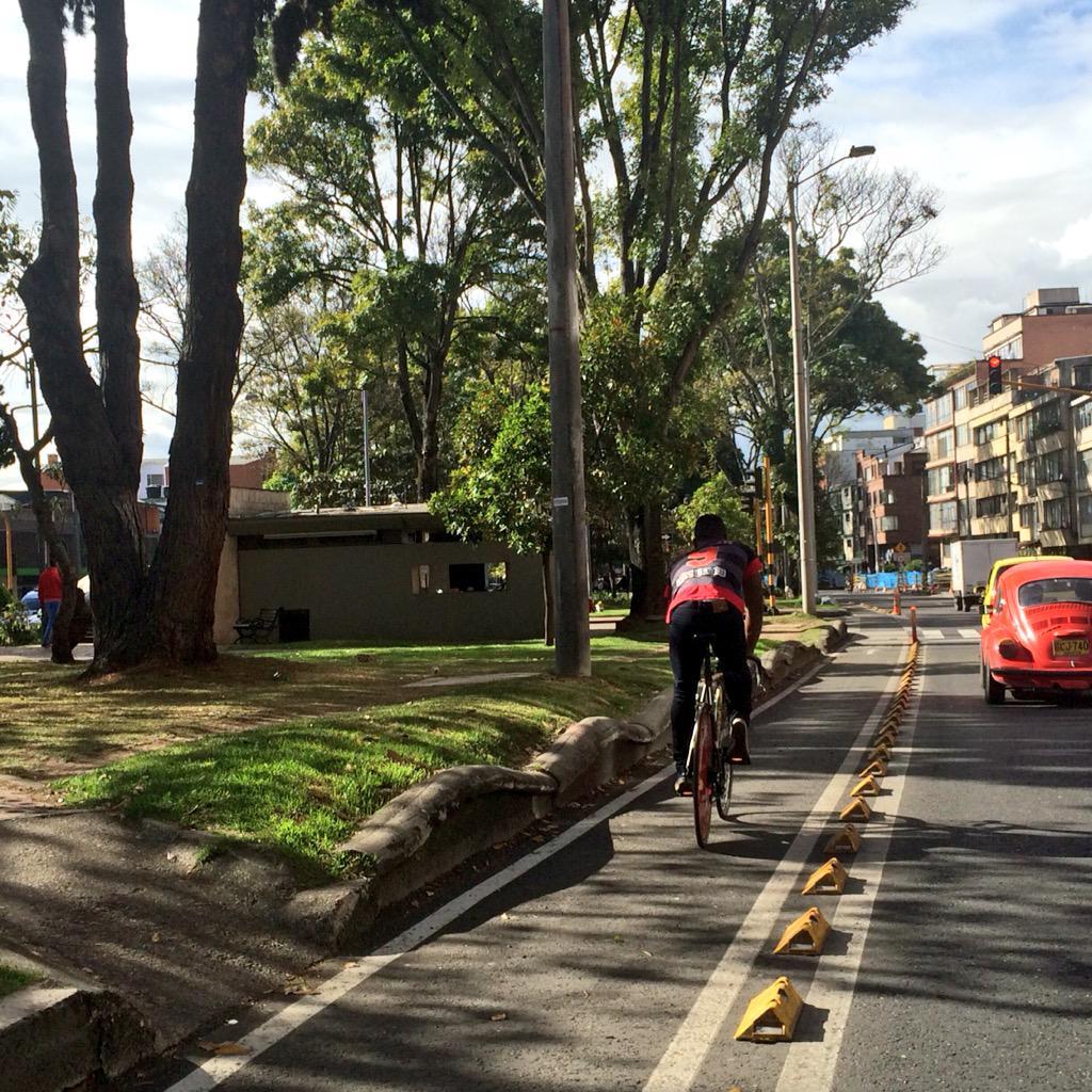 #Bicicarriles son seguros, coherentes, eficientes y confortables, una importante opción. @petrogustavo http://t.co/zvsi9Ii8Ng