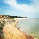 Beautiful day on the Costa del Kent #Broadstairs #HerneBay #BritishSummer http://t.co/7iZKJfl0tp