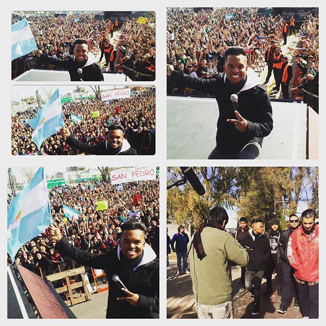 Redimi2 (@RealRedimi2): Hace Un Par de Horas... Salimos a  saludar a mis Hermanos Argentinos.. Cuando Aun solo habia llegado la mitad de la… http://t.co/uZGM9QByis
