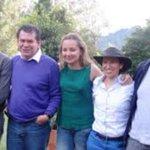 Seguro que el objeto oculto de los megacontratos de @nataliaspringer es hablar mal de Uribe.Miren el combo de amigos http://t.co/ehr4gOE7OK