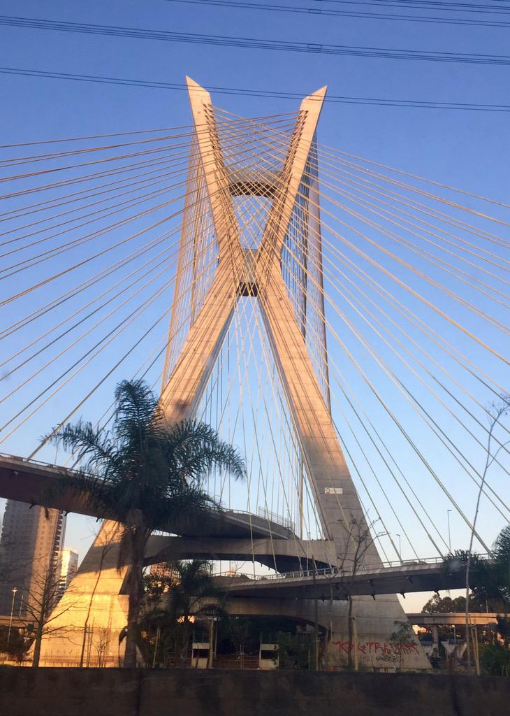 Maravilla de la ingeniería. Moumbí, São Paulo - Brasil http://t.co/KyNYSsbZ53