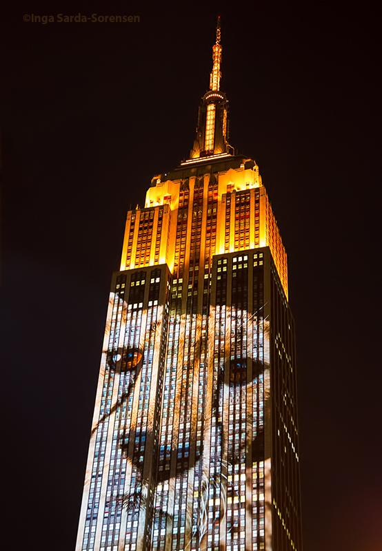 Majestic endangered species shining on the @EmpireStateBldg tonight. #NYC #RacingExtinction http://t.co/lG2eJM2Ouo