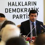 Selahattin Demirtaştan PKKya çağrı: PKK silahları susturmalı, elini tetikten çekmeli http://t.co/GZnMTo4aJk http://t.co/2KJa2nZJiC