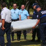 JUST IN: Debris at #LaReunion confirmed to be part of a Boeing 777: Malaysias @liowtionglai http://t.co/KmuzCusfK6 http://t.co/Nhf0gjjdoT