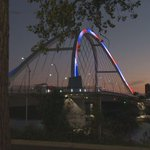 The 35W bridge collapsed 8 years ago. Tonight, the Lowry Avenue bridge is lit up red, white and blue in honor. http://t.co/SyXgv9HZes