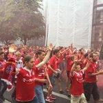 Rund 400 Fans haben sich laut #Polizei zum Fanmarsch versammelt #Amateurderby http://t.co/DXShndTGil