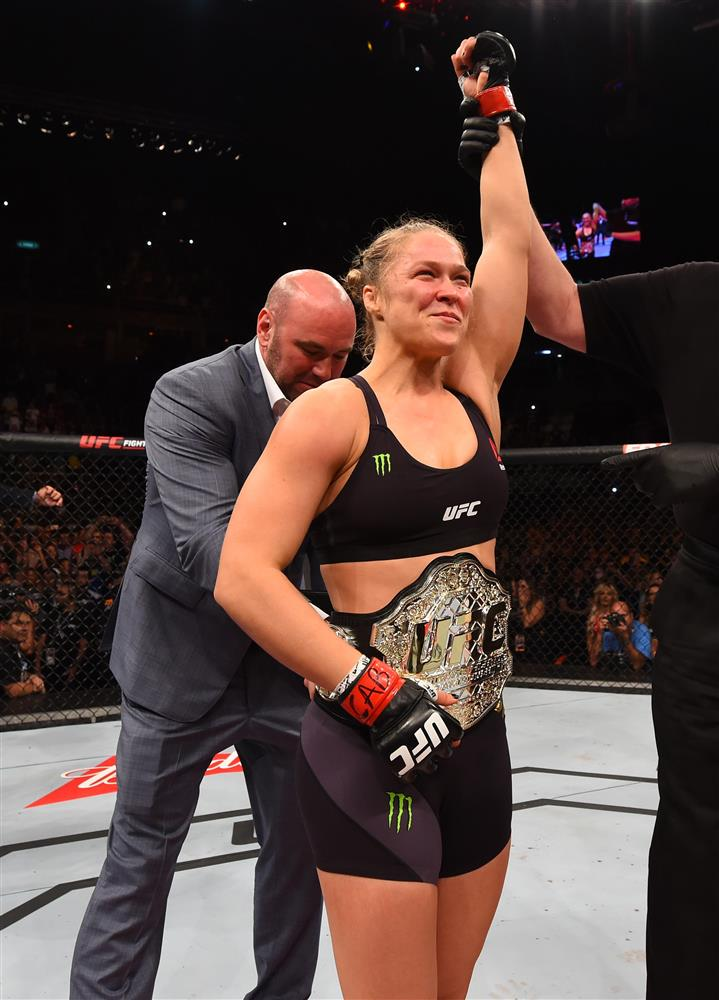 And STILL ...! @RondaRousey #UFC190 http://t.co/Uis8dUPMwZ