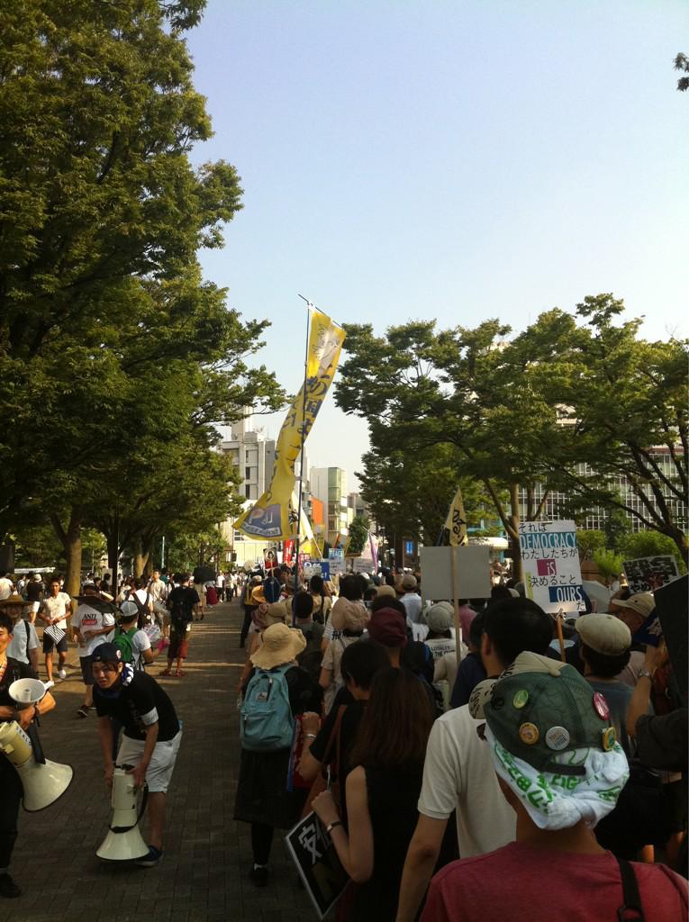 戦争法案に反対する高校生の渋谷デモ スタートしました。 コールがすごい!  #teensSOWL #戦争法案反対 http://t.co/qJb35ASUyZ