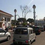#Sikonbdg RT @s_white9: (14.30 WIB) Jl. Asia Afrika menuju alun-alun Bandung padat merayap. http://t.co/HgysG4HITE