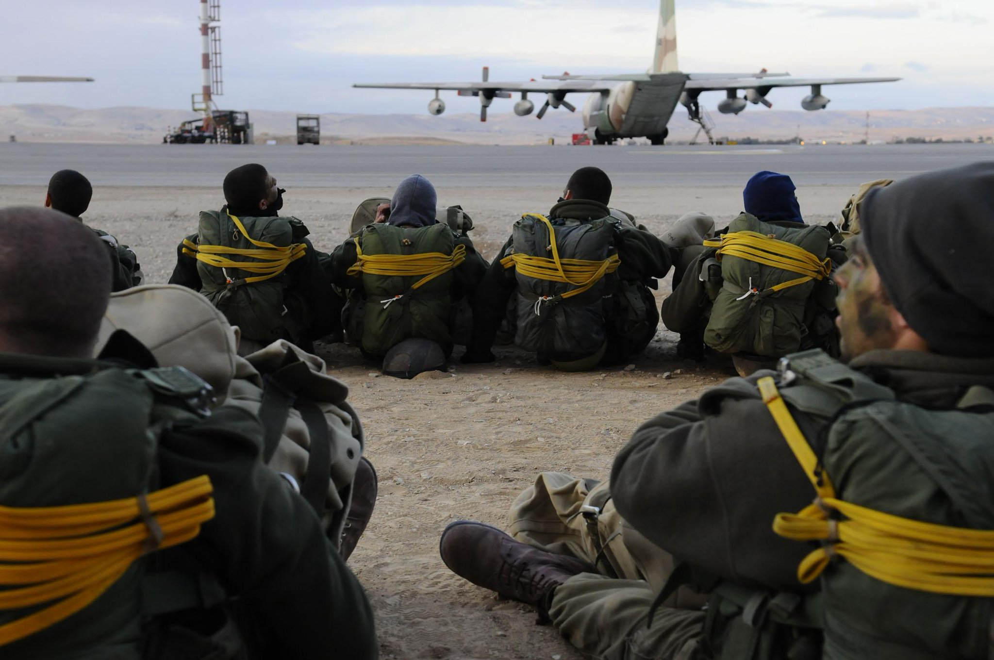 Десантники #ЦАХАЛ поздравляют всех бывших и действующих десантников СНГ с профессиональным праздником! #ДеньВДВ http://t.co/mDHtGUWjl1