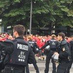 #Polizei hält die Fanlager am Stadion durch Sperre voneinander getrennt #Amateurderby http://t.co/3tPDgejCXk