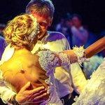 За букет невесты на свадьбе Навки-Пескова развернулся настоящий бой http://t.co/1zTYa6UPgS #Навка #Песков http://t.co/GifIkX2f40