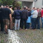 Gerade hat das Kurvengespräch mit Fanvertretern beider Vereine stattgefunden. #Amateurederby http://t.co/P9HjElM5QZ