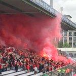 Schon kurz vor Spielbeginn zünden Fans des #Fcbayern mehrere Bengalos und Böller! #Amateurderby http://t.co/HDUV86NHHk