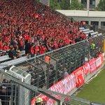 Polizei stellt sich vor den Fans des FC Bayern auf wegen der Bengalos. #Amateurderby http://t.co/7ZRvDWGOPh
