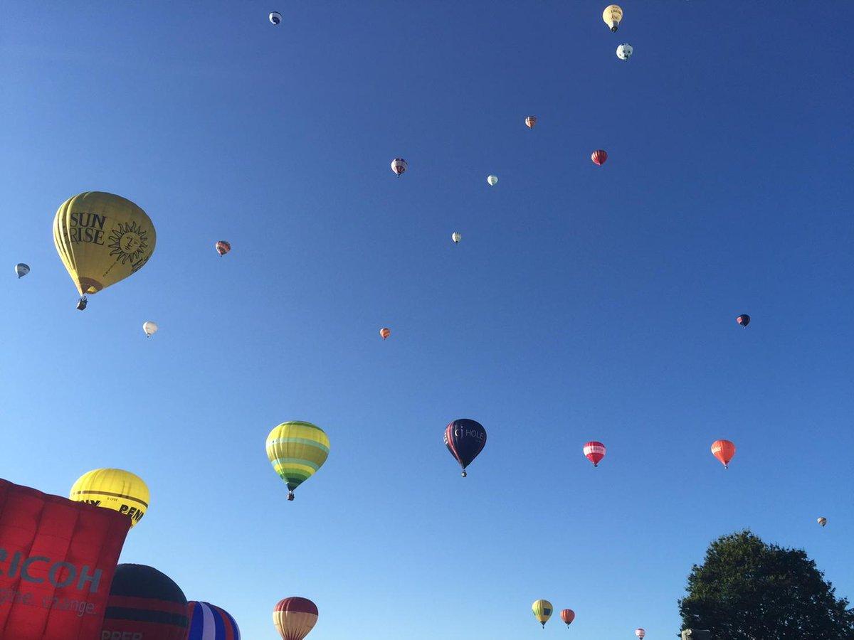 7 out of 7 mass ascents! #fiestafirst #seeyounextyear #balloonfiesta @bristolballoon http://t.co/v9KQ9vjNWt