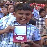 Mourinhos medal was caught by a jubliant young Arsenal fan. http://t.co/BYfFswJbE1