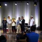 Nuestro gran amigo ALVARO recibiendo un reconocimiento por parte de la asoc.de compositores de mexico. @alitomorenoc http://t.co/9zOHCTlv2l