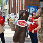 FREE Ice Cream: Hood will hand out 10,000 free ice cream sandwiches around #Boston tomorrow! http://t.co/EOgs0E7GpU http://t.co/itlvI7dlcc