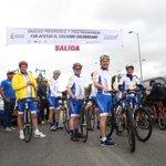 Antes del comienzo de la etapa Contrarreloj, con el equipo del Gnohicimos recorrido por la Avda Boyacá en Bogotá http://t.co/aT4iRxag8q