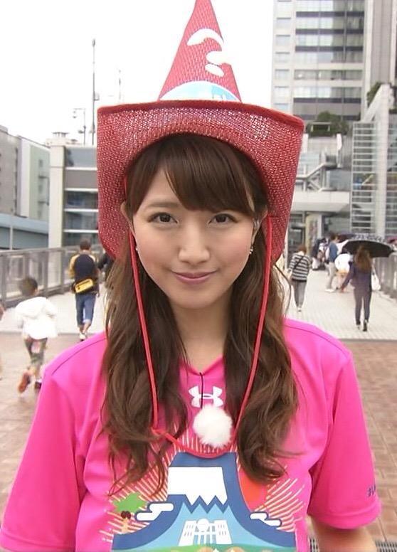 帽子をかぶった三田友梨佳