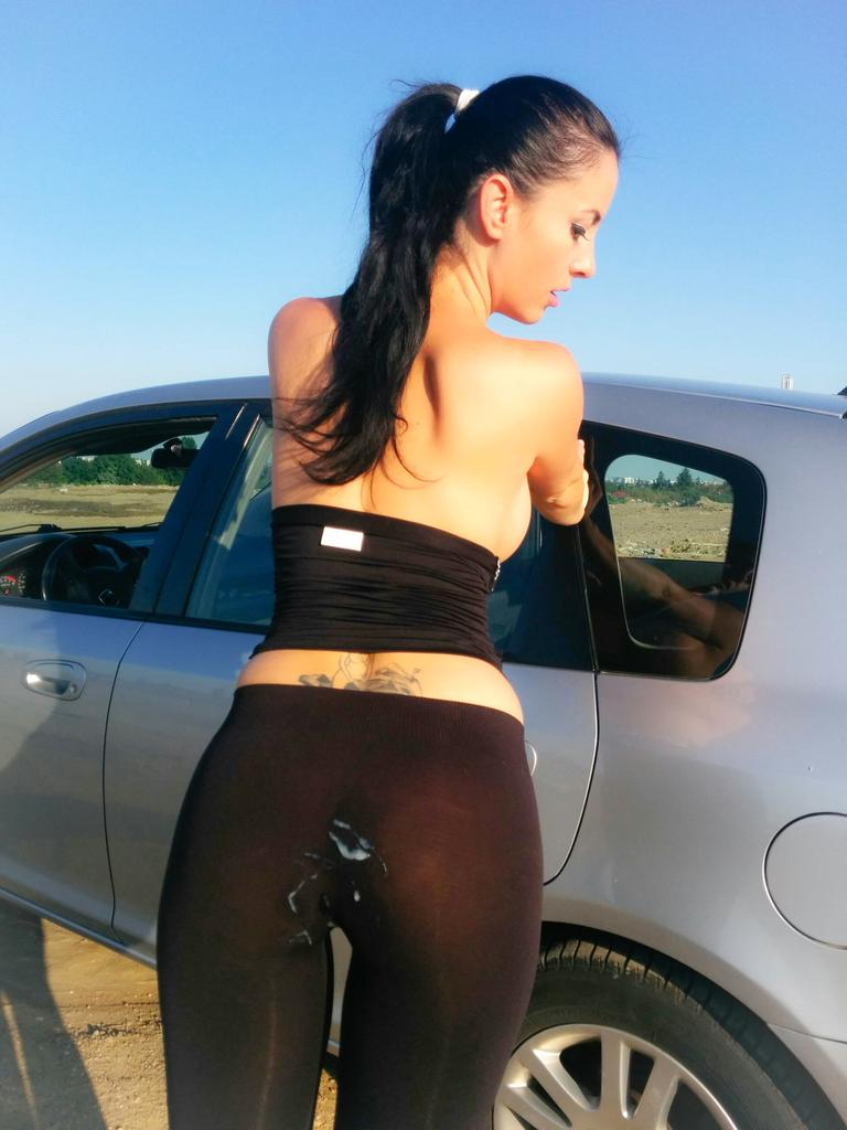 1 pic. Cum on yoga pants.#wetkelly #yogapnts #cumonass #yogaporn #cumonme #customvideos #pornstar #hotmilf