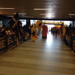 Aficionados de @TigresOficial arman un auténtico carnaval en el aeropuerto de Nuevo León para despedir al equipo. http://t.co/w1PusR90rm
