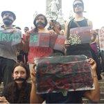 """""""Justicia! Justicia! Justicia! El grito que se repite en El Ángel #JusticiaParaRubén #Justiciaparalxs5 http://t.co/L2OpWzHR57"""