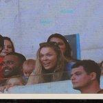 Ronda Rousey, campeã do @ufc, foi aplaudida ao ser exibida no telão do Maracanã! http://t.co/Pzja5o3hcH