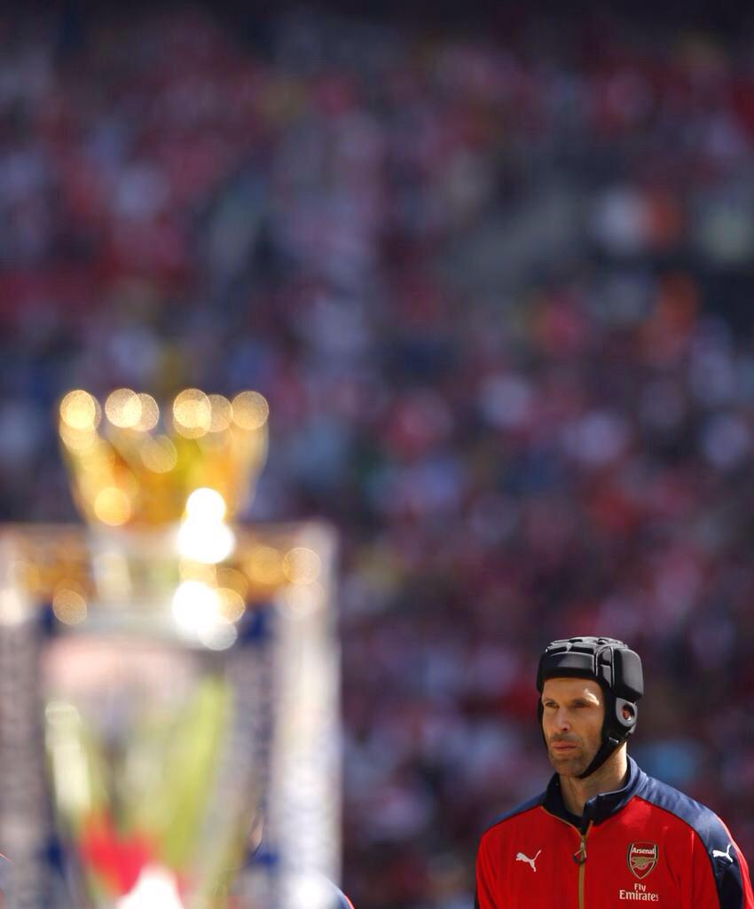 This picture is epic!! Haven't been this optimistic before the season starting in a long time #Cech #COYG http://t.co/uxYavPKIbb