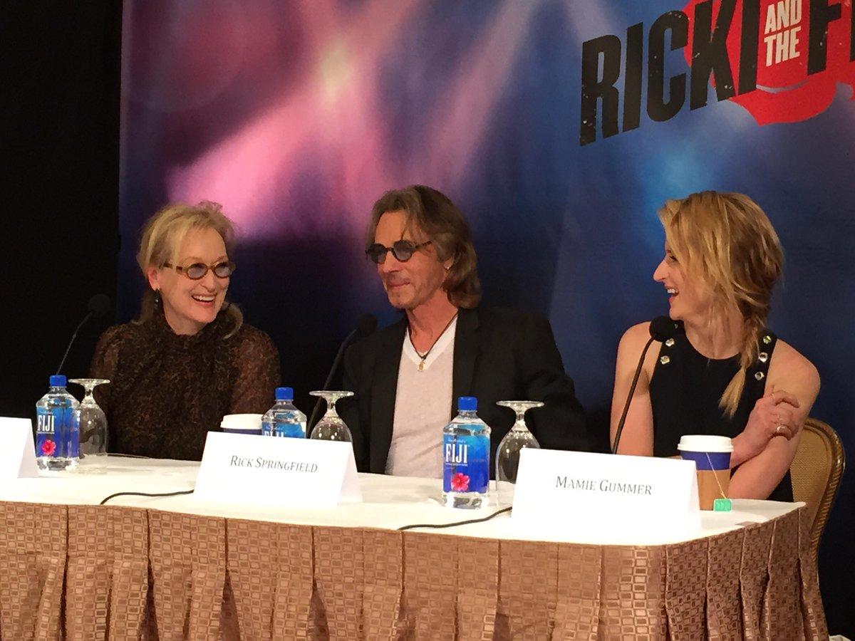 Love this @RickiMovie #rickijunket #rickiandtheflash moment between #merylstreep & @mamiegummer @rickspringfield http://t.co/pVR75ptFPH