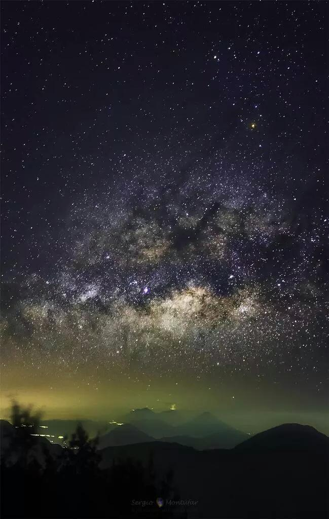 Una mirada al cielo. http://t.co/0SbMiOBa1u