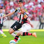 TERMINA o PRIMEIRO TEMPO! Flamengo 2x0 Santos (Alan Patrick e Sheik) #SempreFlamengo http://t.co/UgkrsKH75s
