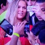 Ronda Rousey, lutadora do UFC, está na torcida do Flamengo no Maracanã. http://t.co/MypGmm5wBr