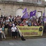 Decenas de concentraciones de repulsa en Galicia por el parricidio de Moraña ▶ http://t.co/1yAUXqBbD2 http://t.co/tQHkycMowr