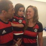 Olha quem esta aqui e já virou @Flamengo? @RondaRousey!!! Welcome to @Maracana! http://t.co/Psm9iRqO7L