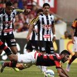 Flamengo abre 2 a 0, mas Santos acorda e arranca empate no Maraca diante de 61.421 pessoas http://t.co/GIFbZG61pB http://t.co/S3KqKUqQo7
