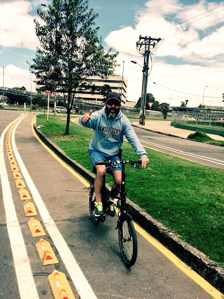 Buena alcalde @petrogustavo, los #bicicarriles son parte de la solución. http://t.co/gEnPmoAJvg
