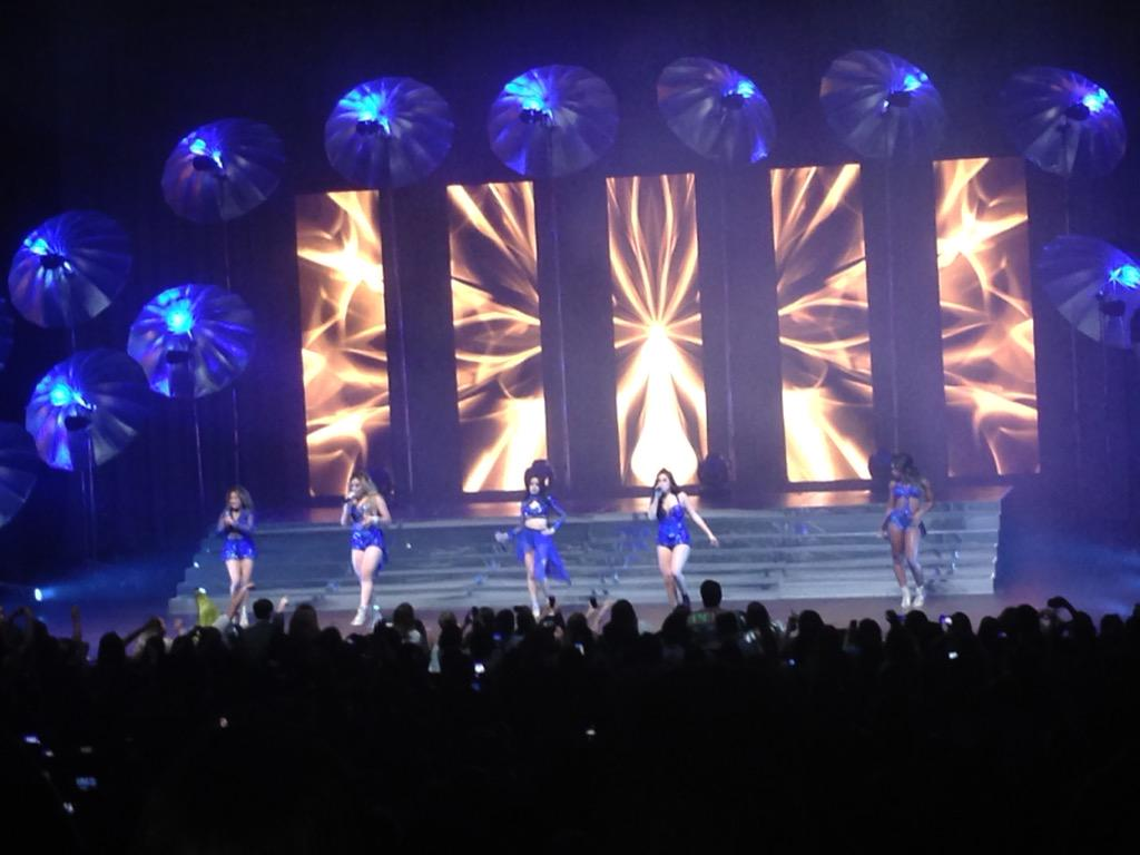SA's @AllyBrooke and @FifthHarmony at the @TobinCenterSA! #WorthIt #fifthharmony http://t.co/fa3x2Zm7GX