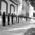 @epigmenioibarra ¿Por qué nos asesinan y torturan? #InformarNoEsUndelito #JusiciaParaLxs5 #PaseDeListaDel1al43 http://t.co/H1K5e8kXTW